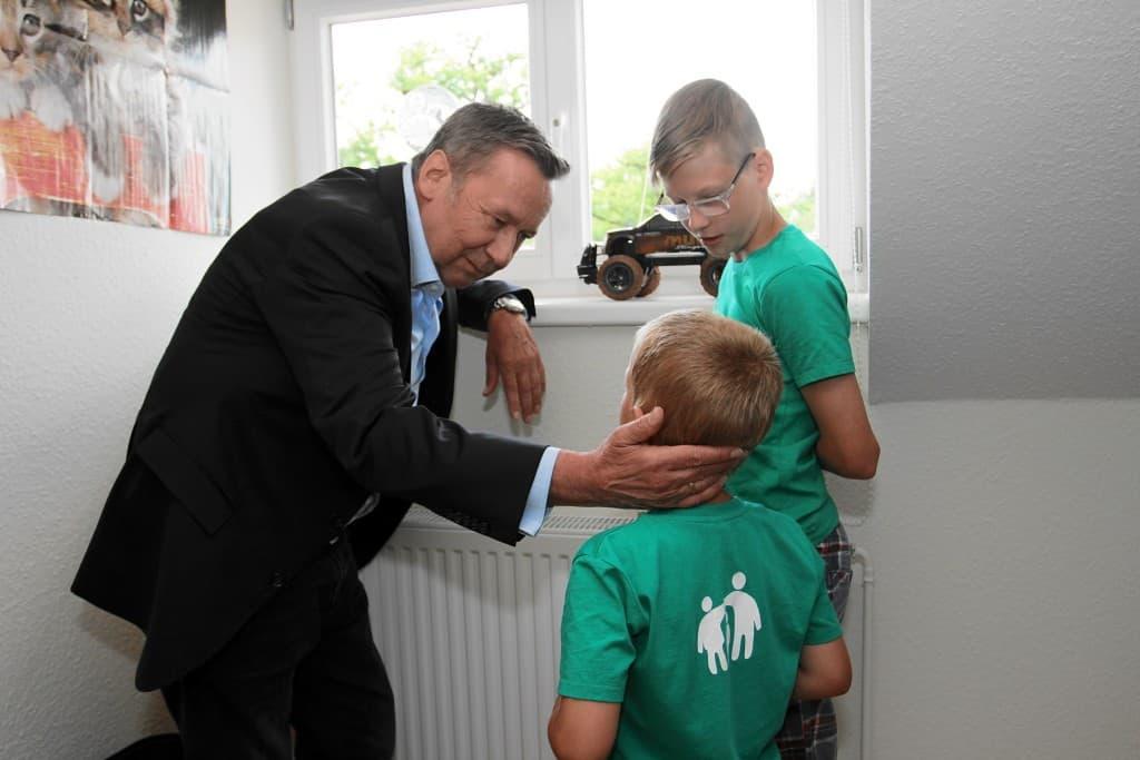 16-06-11_Roland Kaiser-Kinderzimmer-Besichtigung